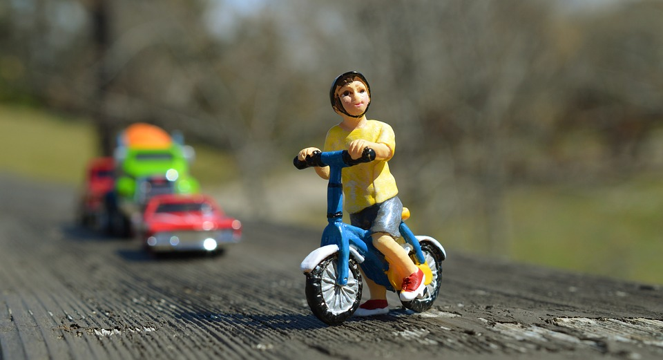 muñequito montando en bici